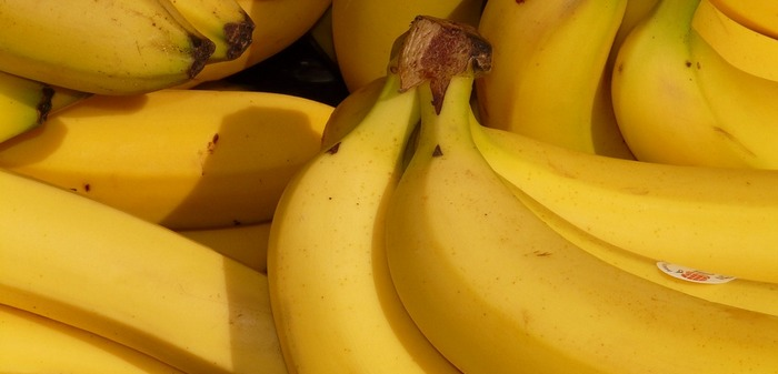 Bananas are one of the best superfoods for weight loss